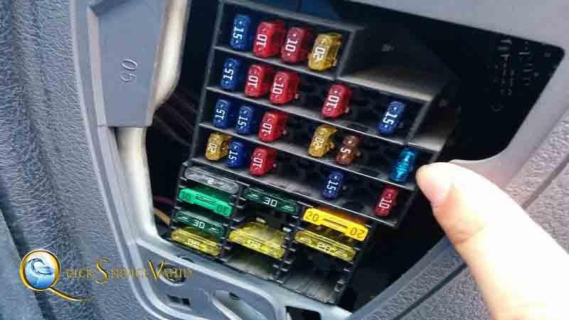 بازدید جعبه فیوز ماشین